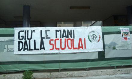 Piano di Sorrento/ Azione dimostrativa di Casapound sulla scuola abbandonata di via Carlo Amalfi