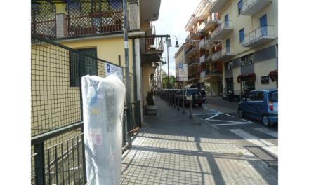 """Piano di Sorrento/ """"Riduzione drastica delle strisce blu?"""", macché ne arrivano altre su Corso Italia"""
