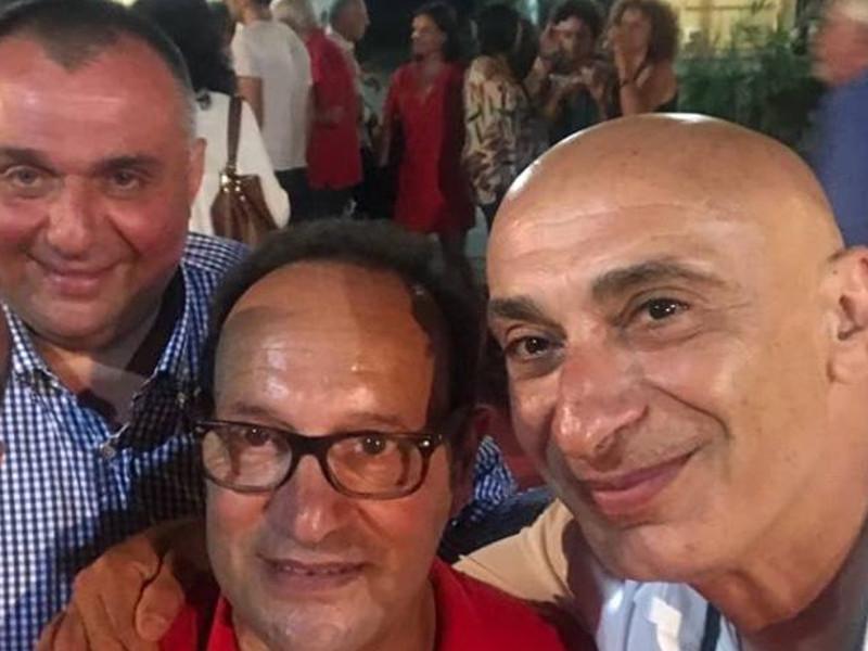 """Rubrica – Canzoni """"stonate""""/ La politica dei selfie"""