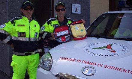 Piano di Sorrento/ Mille euro per il defibrillatore nuovo della protezione civile, ma sono due anni che non usano quello donato dalla Confraternita