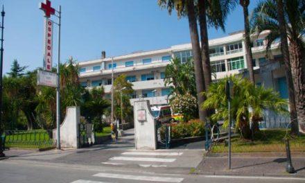 Ospedale di Sorrento/ Sportelli chiusi, non si ritirano referti. La disavventura della blogger Maelka