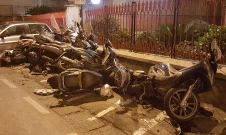 Sant'Agnello/ Nella notte auto piomba su motorini in sosta: è caccia al responsabile