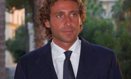 Sorrento/ Alunni della scuola V. Veneto e WWF piantano dieci nuovi alberi in memoria di Giò Antonetti