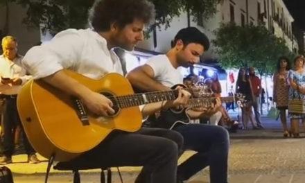 """Sorrento/ """"Avevamo un sogno, suonare Caruso a Sorrento. Questo ciò che è successo"""": l'affascinante video dei due artisti da strada"""