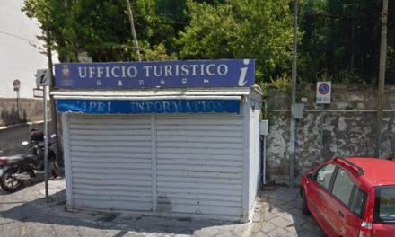 Meta/ Transazione raggiunta: via il chiosco turistico di Piazza del Lauro