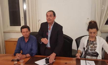 """Sant'Agnello/ """"Gennaro Rocco è filogovernativo"""": mozione dei 5 Stelle per destituire il Presidente del Consiglio comunale"""