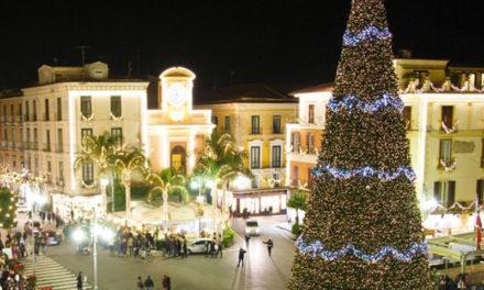 Sorrento/ Il Comune si prepara per Natale: approvato il progetto M'illumino di Inverno, costerà 835 mila euro