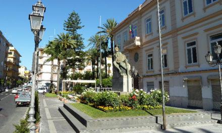 """Sant'Agnello/ """"Piazza Matteotti di sera è terra di nessuno"""": la segnalazione dei residenti"""