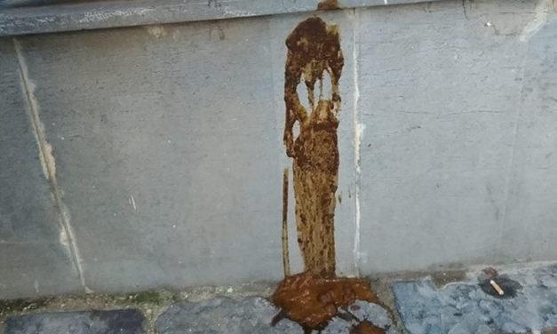 Sant'Agnello/ Et voilà la cacca è servita! E' accaduto in via Angri: peggio del medioevo