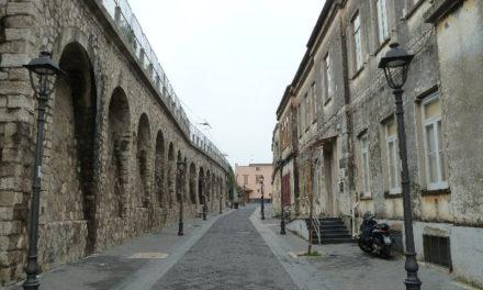 """Sant'Agnello/ """"Il salotto buono meglio tenerlo chiuso"""": la replica dei 5 Stelle dopo il no allo spostamento del mercato in piazzale Angri"""