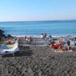 """Meta/ """"Lettini ovunque: che fine ha fatto la spiaggia libera"""": la foto-denuncia dei nostri lettori"""