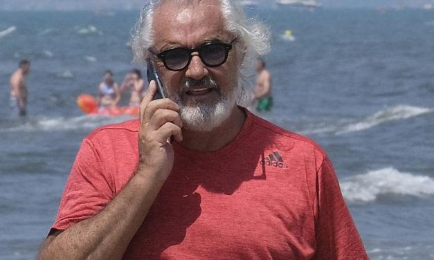 """Penisola sorrentina/ """"Occorre triplicare il canone delle concessioni balneari"""": la proposta che fa discutere di Flavio Briatore"""
