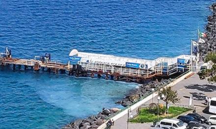 Sorrento/ A Marina Piccola il Mare diventa bianco, la FOTO-DENUNCIA di Claudio d'Esposito (WWF)