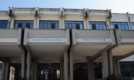 """Sorrento/ """"Gli studenti meritano tutela"""": il TAR annulla la fornitura dei banchi alle scuole: è caos"""