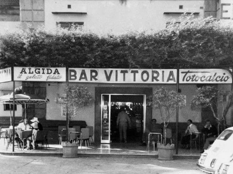 """Sorrento/ """"Il balcone del Municipio c'è sempre stato"""": le foto storiche che sgonfiano il caso"""