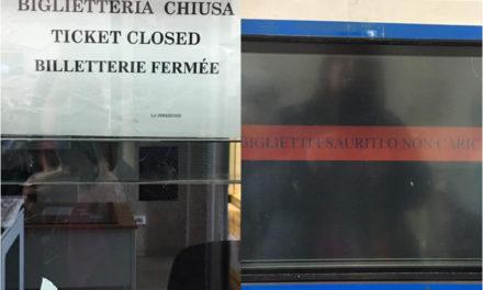 """Piano di Sorrento/ """"Stazione affollata, ma senza biglietti"""". la denuncia di Mariella Nica"""