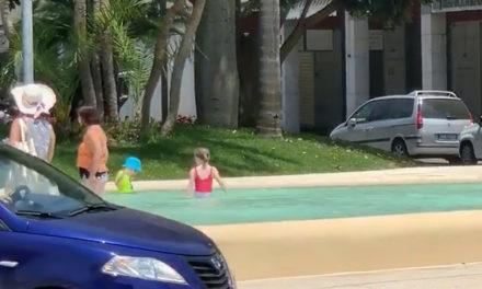 Sorrento/ Evviva: almeno nella piscina di Piazza Lauro si divertono i bambini (VIDEO)