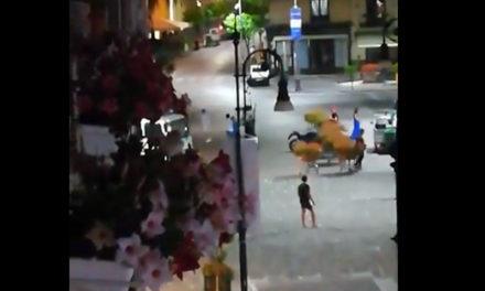 Sorrento/ Mazzate in Piazza Tasso: volano sedie e tavoli (VIDEO)