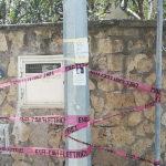Meta/ Dispersione elettrica nel palo e l'ENEL provvede a metterlo in sicurezza così (FOTO-NOTIZIA)