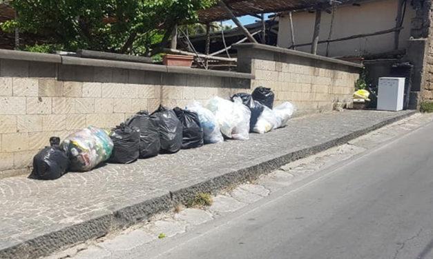 Sant'Agnello/ Emergenza rifiuti, cittadini in rivolta