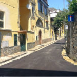 Piano di Sorrento/ Nuovo asfalto in via Bagnulo, ma solo nella traversa dove abita il Sindaco: la FOTO-NOTIZIA inviataci da un lettore