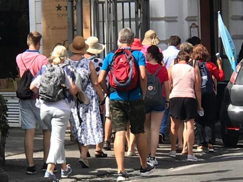 """Sorrento/ Gaetano Mastellone: """"Ogni giorno ondate di turisti mordi e fuggi calpestano la mia Città"""""""