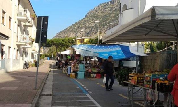 """Meta/ """"Spostiamo il mercatino rionale alle spiagge"""": la proposta di Un'Altra Meta c'è"""