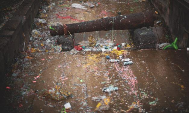Piano di Sorrento/ Ecco come hanno combinato il Monumento ai caduti per Carnevale (FOTO-NOTIZIA)