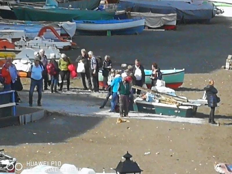 Emergenza Coronavirus/ Spiagge vietate a Meta, ma aperte ai turisti a Sorrento: ora ci aspettiamo il fuck off dall'estero, ma noi andiamo avanti: tolleranza zero
