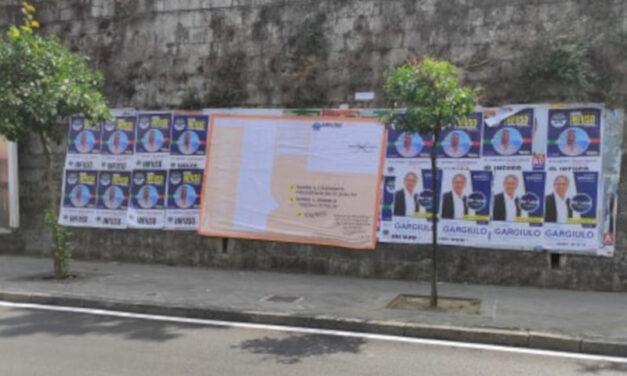 """Piano di Sorrento/ La """"sboronata"""" del candidato di Fratelli d'Italia Davide Infuso: si prende tutti gli spazi con un enorme 6X3…ed al Comune dormono"""