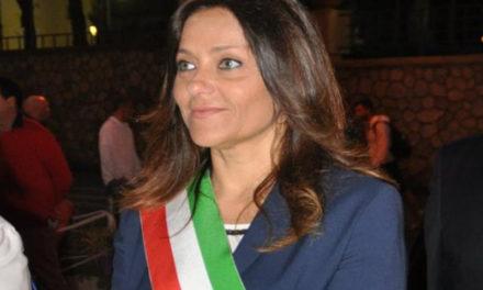 Sant'Agnello/ Clara Accardi ci ripensa e si dimezza l'indennità da assessore