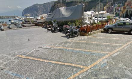 """Piano di Sorrento – Strisce blu/ In via Marina di Cassano arrivano gli abbonamenti per i """"villeggianti"""""""