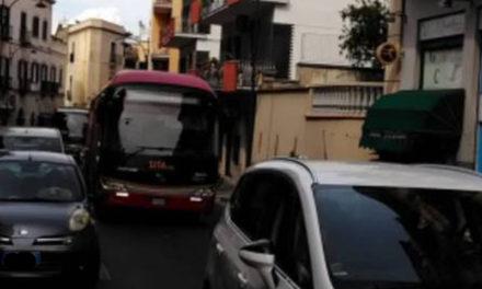 Meta – Emergenza traffico/ Tito vara l'ordinanza tampone: mezz'ora di stop ai mezzi pesanti