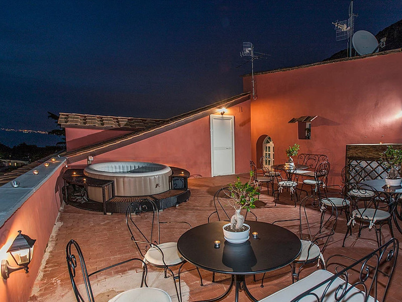 """Inchiesta """"Pane, Amore e…Boutique Hotel"""" – L'appartamento in Villa Giuseppina/ Spunta il Boutique Hotel con Fitness Center e piccola piscina sul terrazzo (TERZA ED ULTIMA PUNTATA)"""