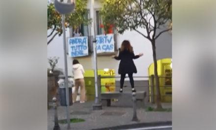 Emergenza Coronavirus/ Cantano e ballano in strada alla faccia delle ordinanze
